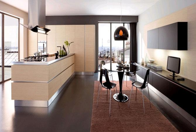 интерьер комнаты с соедененным с балконом