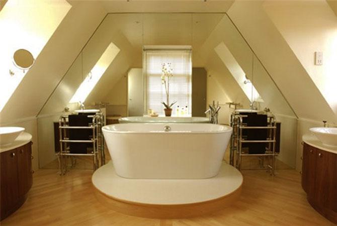интерьер ванной комнаты вместе с туалетом